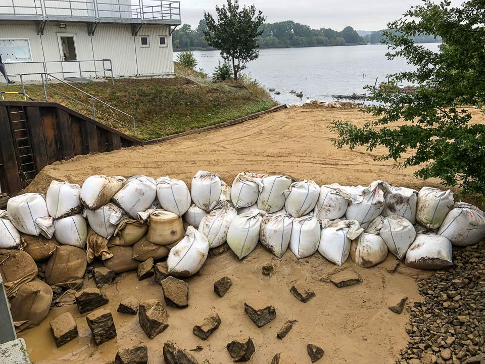 Der obere Bereich der Fischaufstiegsanlage Süd wurde mit Sand vollständig verfüllt. Hier kommen nur noch Wollhandkrabben rüber. (Foto: René Schwartz, BUE Hamburg)